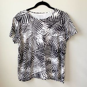 Croft & Barrow Black and White Classic Tee XL